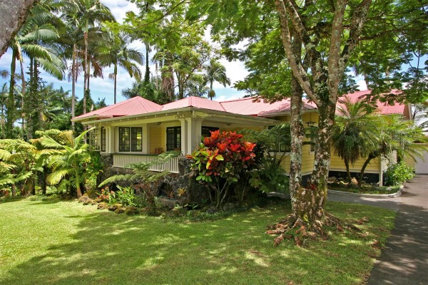 Historic hawaii homes for sale 52 halaulani place hilo for Hawaii home builders