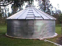 Corrugated catchment tank with cover